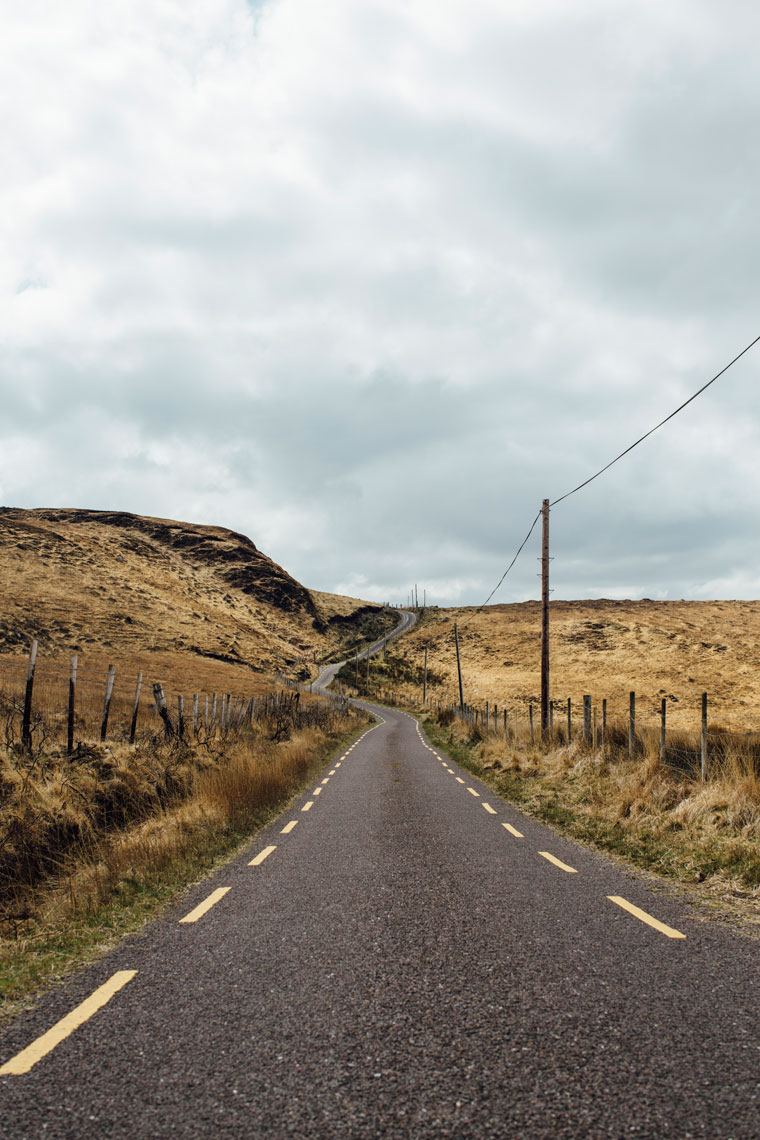 storytelling photographers: a road in a beautiful kerry