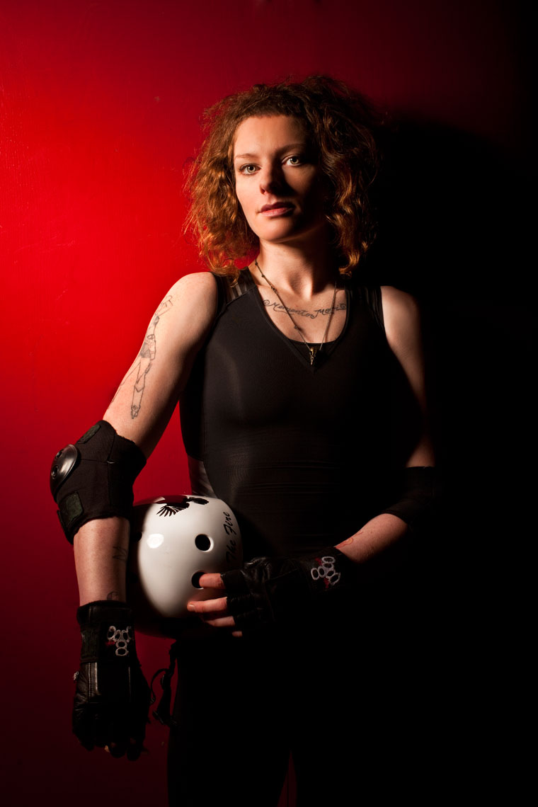 sports action photography: roller derby sportwomen